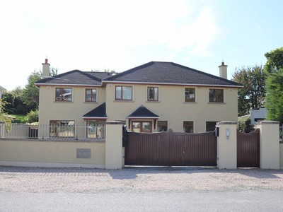 5 Houses With Gates Closed In On A €650K Budget